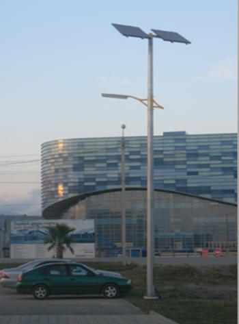 Монтаж осветительной опоры на территории Олимпийского комплекса в г. Сочи